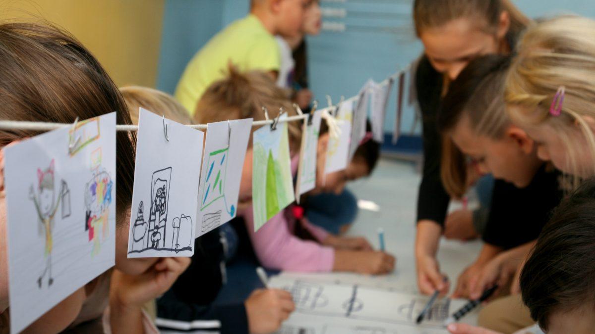 Dzieci projektują ogród przedszkolny