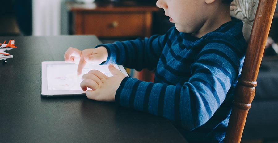 Tablet i komórka – jak wpływają na dziecko?