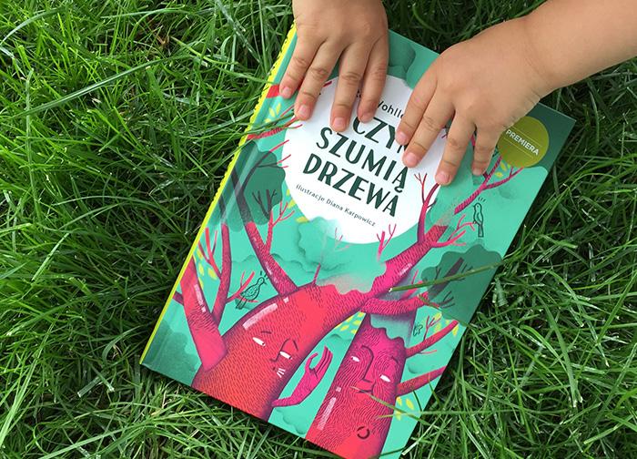"""Wszystko, co chcielibyście wiedzieć o lesie — recenzja książki """"O czym szumią drzewa""""."""