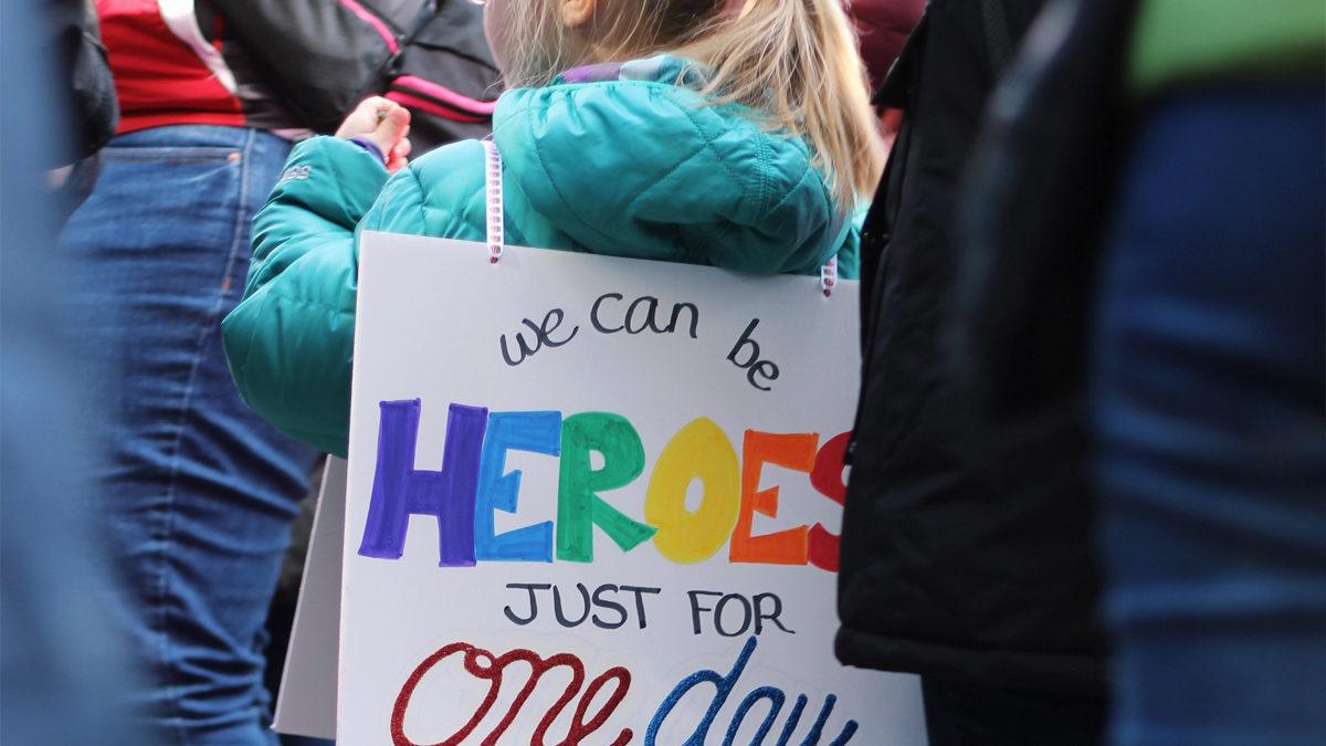 Partycypacja, obywatelskość, patriotyzm — jak rozmawiać z dziećmi o życiu w społeczeństwie?